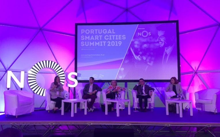 Ligar as pessoas às cidades: o poder da educação e tecnologia