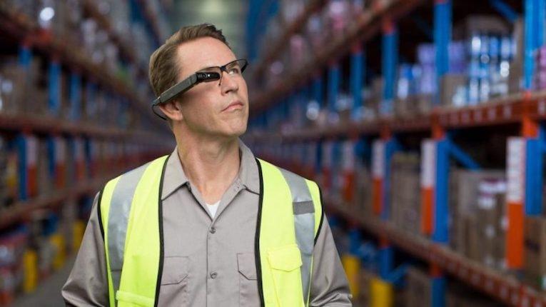 DB Schenker implementa smart glasses nos seus armazéns