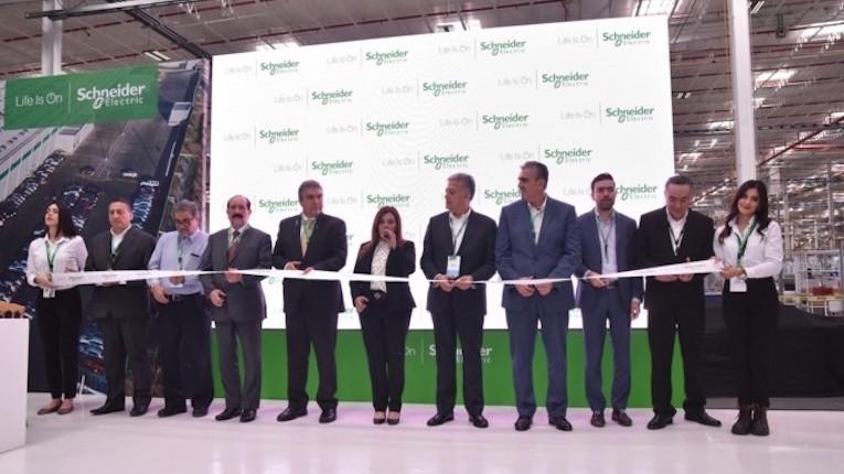 Schneider Electric inaugura primeira fábrica inteligente no México