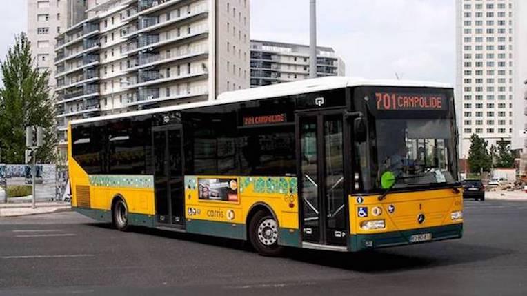 Lisboa: Semáforos vão abrir para autocarros em atraso