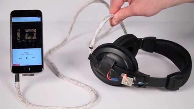 Dispositivos eletrónicos e luzes diretamente controlados pelos cabos de ligação