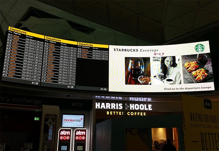 Aeroporto de Stansted recebe ecrã pioneiro no Reino Unido